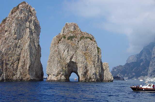 les rochers faraglioni